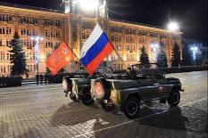 Как прошла первая ночная репетиция Парада Победы в Екатеринбурге: фоторепортаж