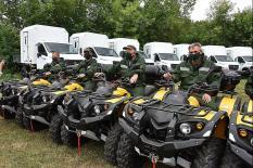 Уральские огнеборцы получили новые автомобили, вездеходы и автобусы (фото)