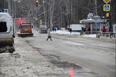 Из-за коммунальной аварии в Екатеринбурге затопило целую улицу (фото)