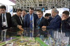 Якушев оценил технологии строительства «городов будущего» в Екатеринбурге (фото)