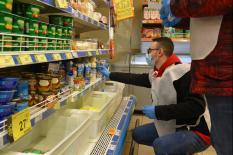Уральские волонтеры помогают одиноким пенсионерам в период пандемии (фото)