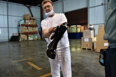 Уральские таможенники приняли 20 тыс. пар маркированной обуви для свердловчан (фото)