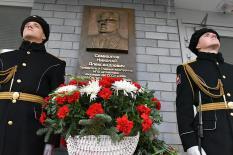 В Екатеринбурге установили памятную доску легендарному инженеру-конструктору (фото)