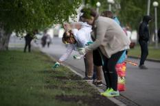 Активисты Фонда святой Екатерины и волонтеры провели субботник в сквере у театра Драмы (фото)