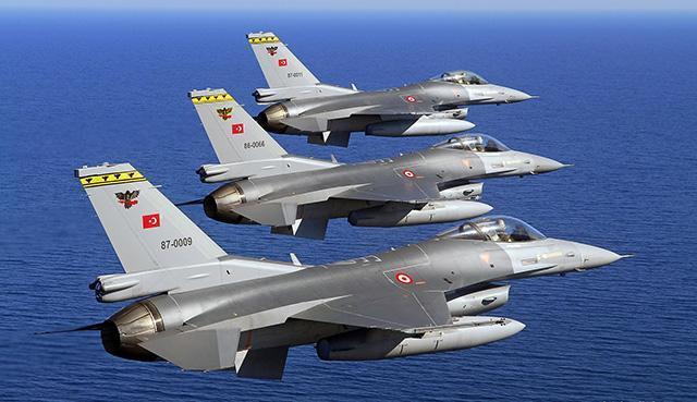 Шесть самолетов ВВС Турции нарушили воздушное пространство Греции
