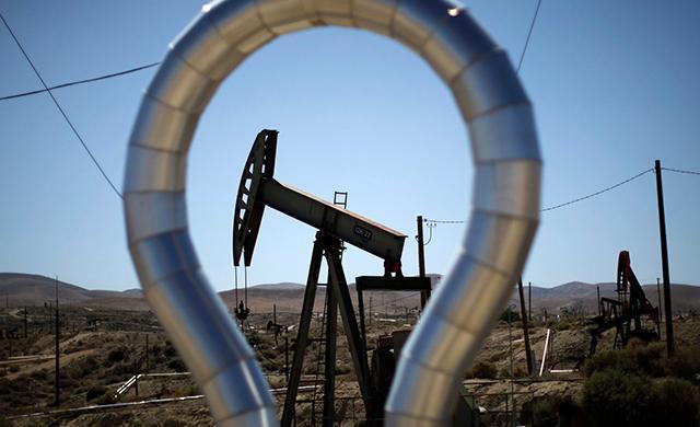 Сечин предложил сократить добычу нефти в России