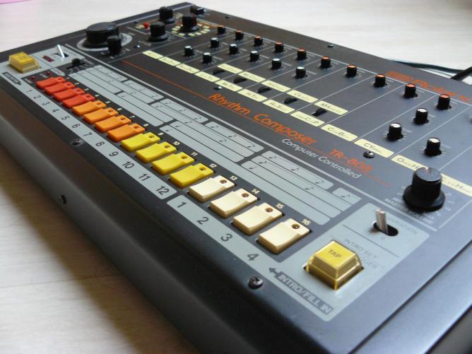 В Японии скончался основатель компании Roland