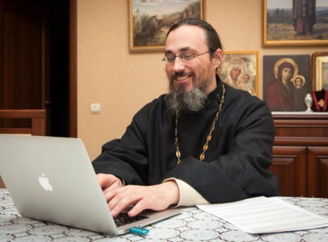 Священников Югры научат работе в соцсетях