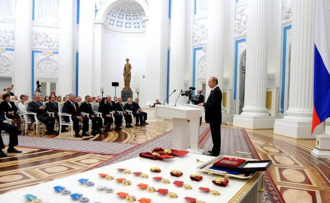 Президент наградил уральцев за особые заслуги