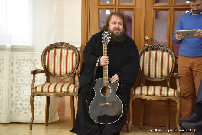 РПЦ может запретить священнослужителям выступать с концертами