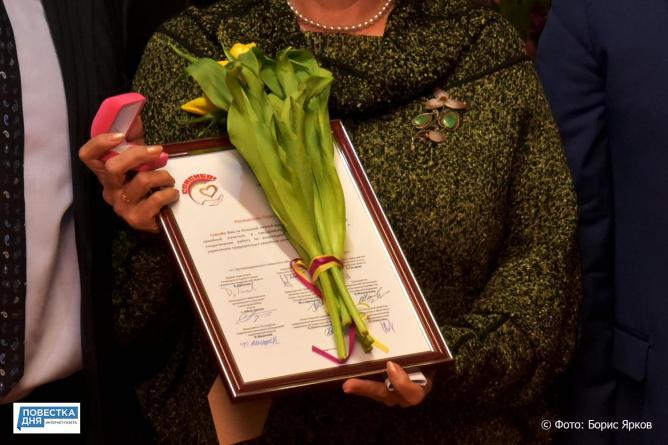 Восемь уральских женщин накануне 8 Марта получили награду за добрые дела