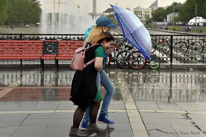 Дождь, Сильный ветер, Ураган, Екатеринбург, Исторический сквер
