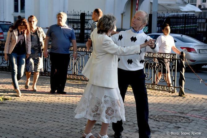 Пенсионеры, Пожилые люди