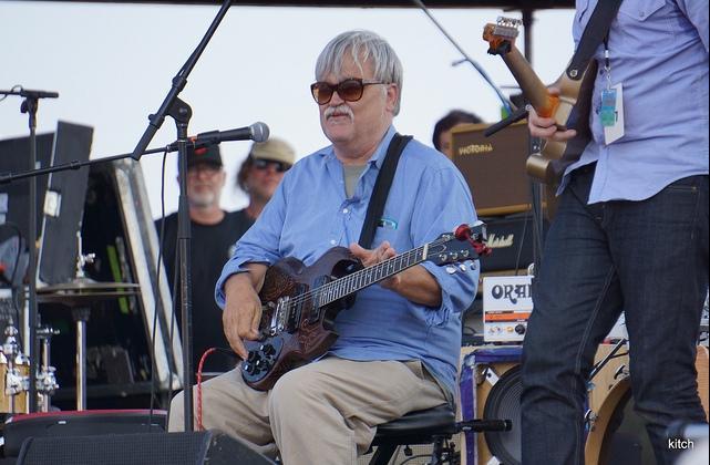 Гитарист Брюс Хэмптон умер на сцене