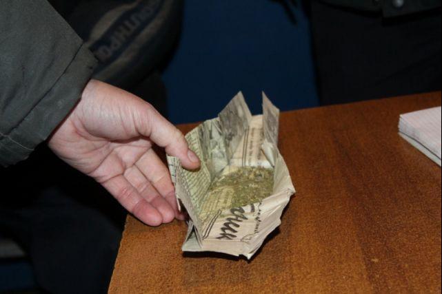 В Екатеринбурге судимые за грабёж подростки взяли с собой в суд наркотики