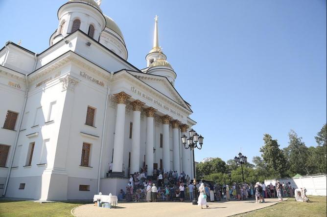 Ново-Тихвинский монастырь показал уникальную картину-эпитафию